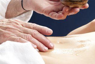Recette d'huile de massage anti-ballonnement